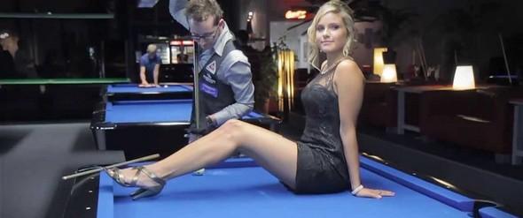Billard-Femme-blonde-sexy