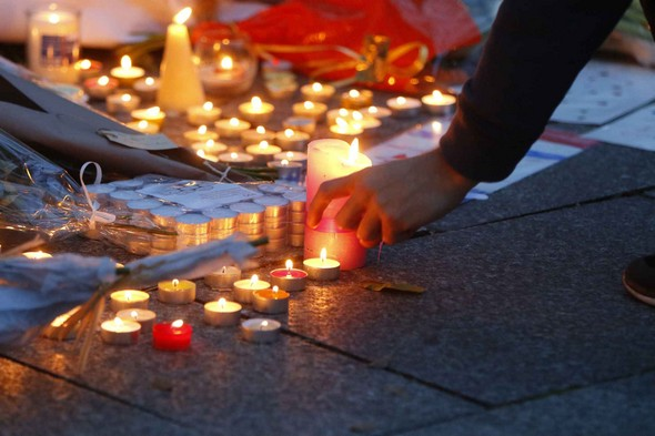 bougies-attentats-paris-13-novembre-2015